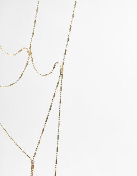 Ожерелье из тонких цепочек