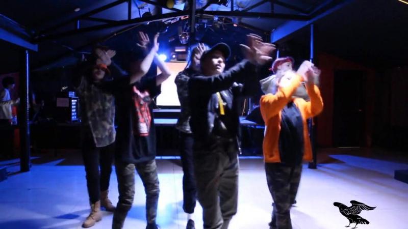 G.O.D- BTS- MIC DROP