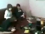 Пьяные чеченки развлекаются с мужчиной