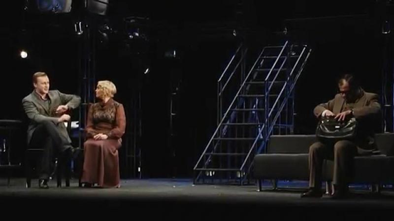 Алексей Красноцветов в спектакле Маленький семейный бизнес /2