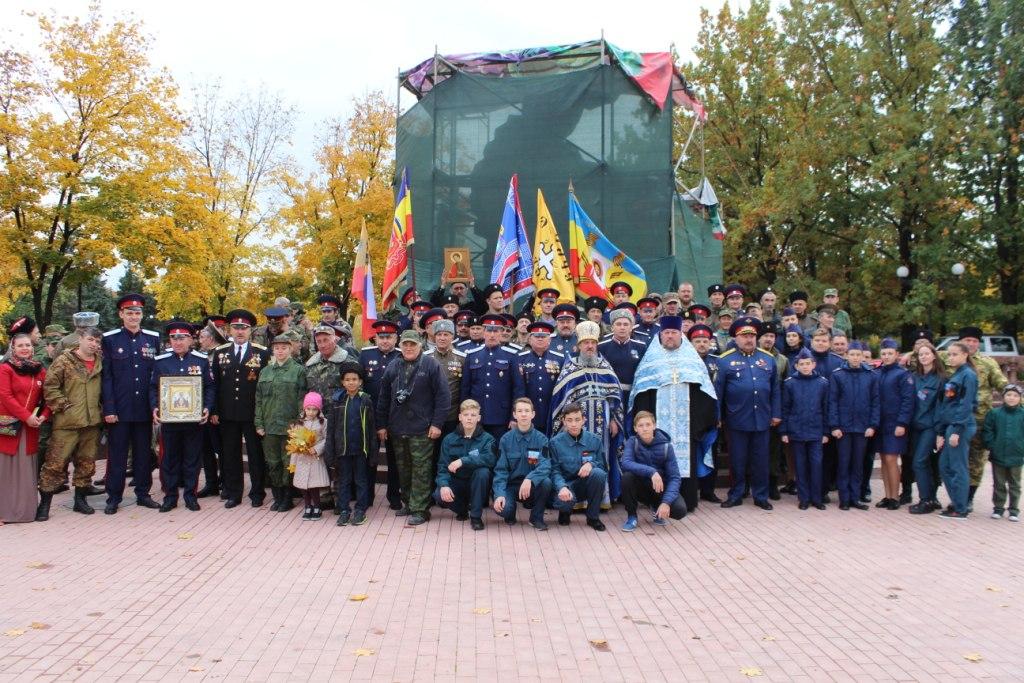 Казачьи гулянья в честь Покрова Пресвятой Богородицы прошли в центре Луганска