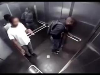 Экстренные ситуации в лифте)))))))))