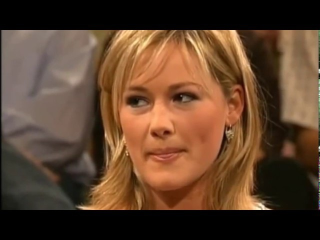 Helene Fischer - Very cute as a 22-year old w./Engl. subt.