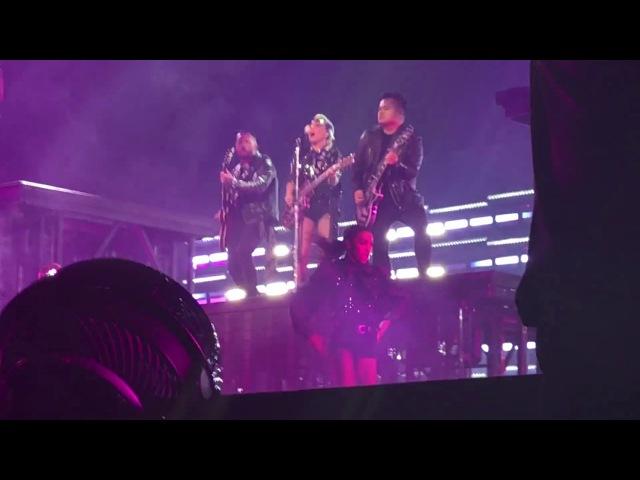 Diamond Heart A YO Poker Face Perfect Illusion на шоу Joanne World Tour в Анкасвилле 11 ноября