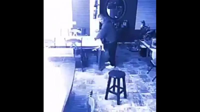 полтергейст в кафе