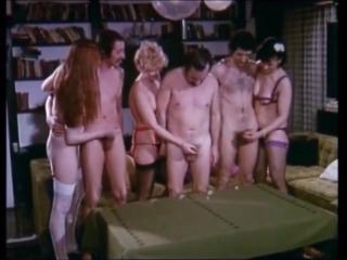 Женщины дрочат член мужикам - ретро (handjob, cumshot, orgasm, retro, оргазм, кончает, мастурбация, сперма, эякуляция, камшот)