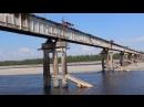 Грузовик на старом, узком мосту