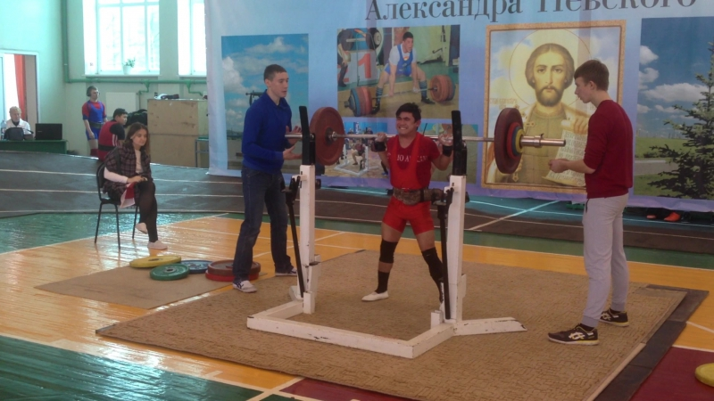 Алимгулов Линар присед 92.5 кг при весе 50 кг.