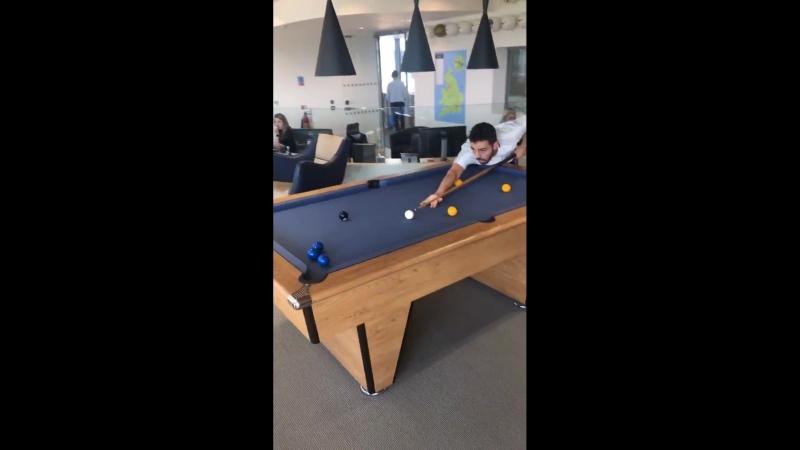 @edersonmoraes93 x @BernardoCSilva esta tarde no CFA jogando snooker! - - MCFCPortugues