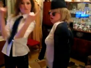 танец пьяных проводниц ))