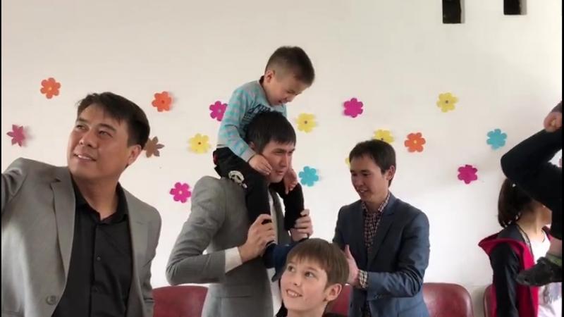 Алматы. Балалар үйіне келіп...