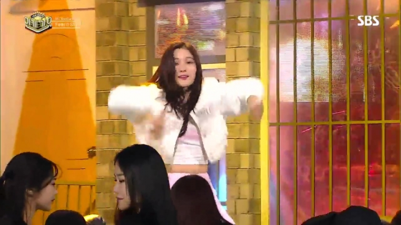 180218 SBS inkigayo. 3 MC Stage Feel it still. Chaeyeon, Mingyu, Song Kang