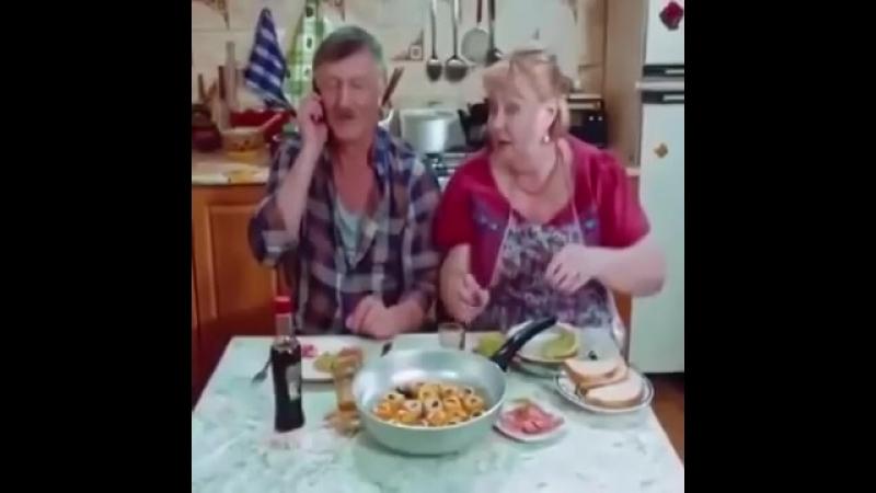 Родители первый раз кушают суши