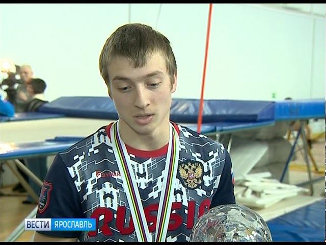 Обладатель малого хрустального глобуса по лыжной акробатике Максим Буров приве...