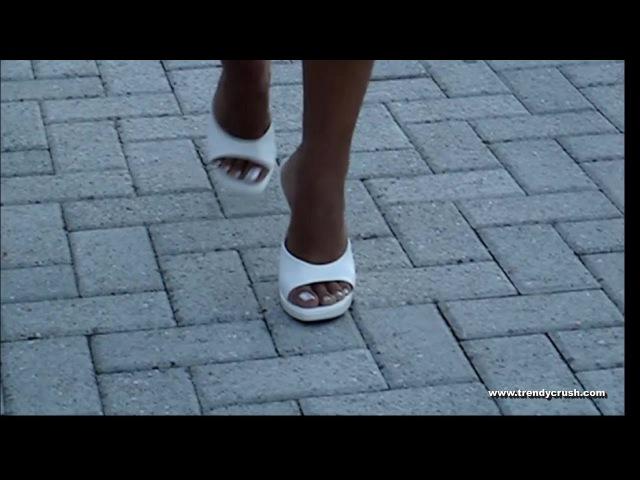 Candid camera Walking High Heels Sabot 002V T12 Enamel Silver (1)