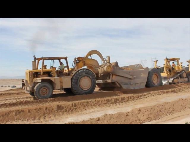Дорожно-строительная техника, скрепер набирает землю