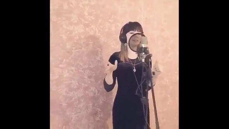 как же красиво поет! голос 😍