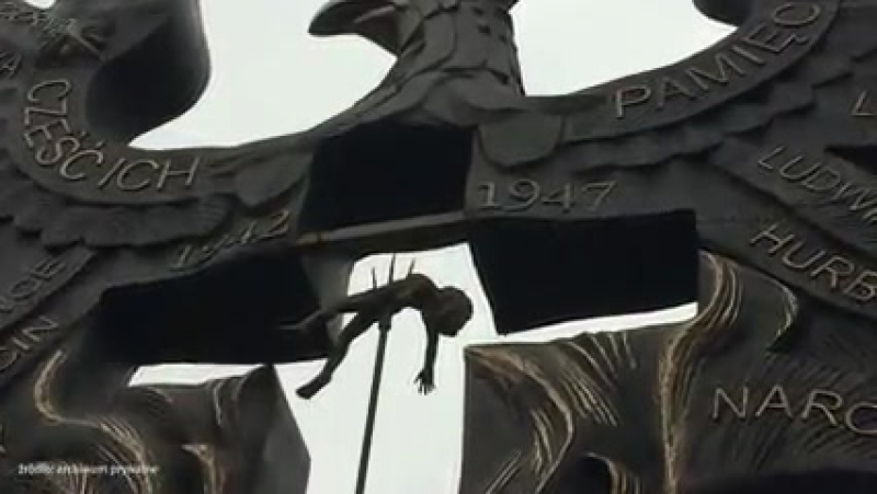 Торунь. 19 декабря, 2017. Памятник жертвам волынской резни.