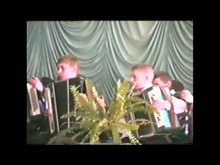 Наш школьный оркестр баянистов 2003 год!