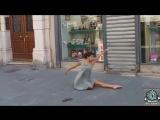 Балерина не удержалась и cтанцевала под уличного музыканта
