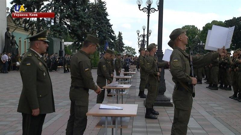800 новобранцев Нацгвардии приняли военную присягу в Киеве