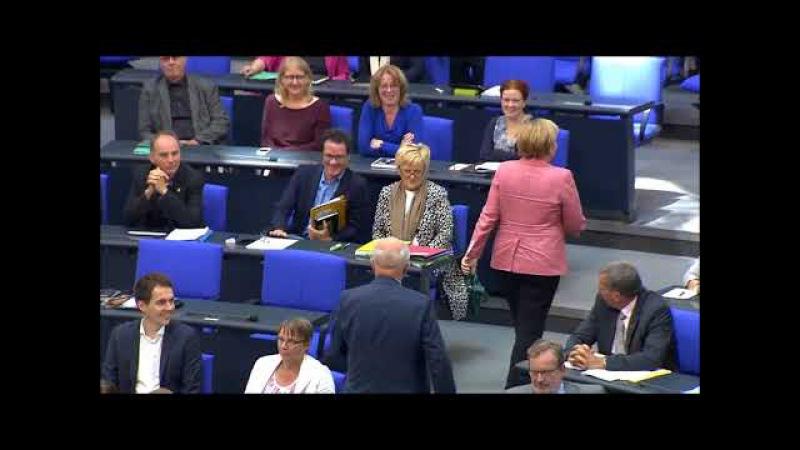 Lammert belehrt Angela Merkel gleich zweimal!