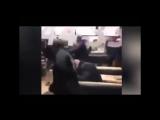 Когда свинину в пиццу подложили: Швеция Арабские мигранты пиzдят посетителей в «Пиццерии Napoli» А ведь могли и изнасиловать