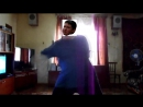 Одноклассник танцует под песню винкс