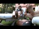 欧美ClubDom脏脚崇拜系列:2个女主的大脚真脏 男奴用心的清洁干净