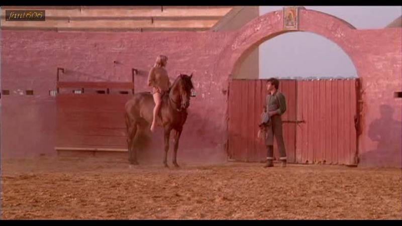 Героиня Бо Дерек из фильма «Болеро» 1984 года, косплеит амазонку, в безуспешной попытке соблазнить конюха!)
