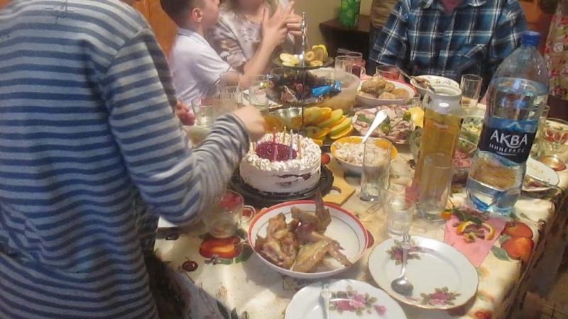 Торт в честь 10-летия Саши, аккомпонимент скрипка Алиса Зайченко