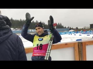 Мартен следит за финишем Эмиля Хегле Свеннсена в мужском спринте в Оберхофе 05.01.18