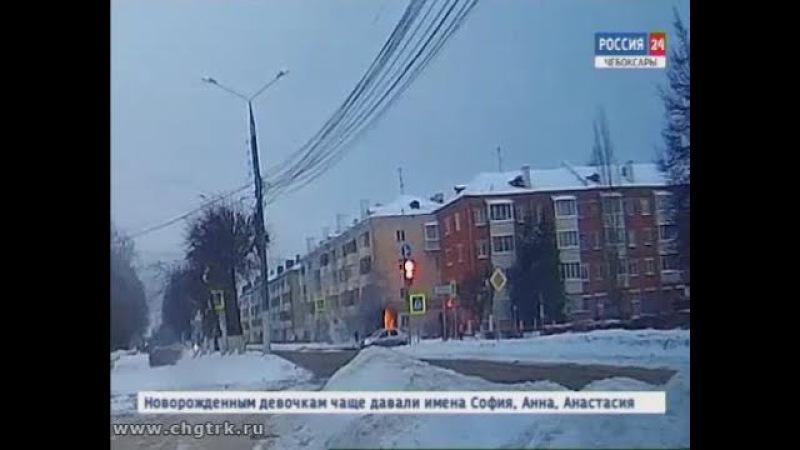В Чебоксарах на перекрёстке улиц Николаева и Чапаева в аварийной машине произош