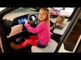 Папа Николь и Алисы купил SUPER МАШИНУ для ЛЮБИМОЙ МАМЫ TESLA Model X Мечты сбываются в Америке ВЛОГ