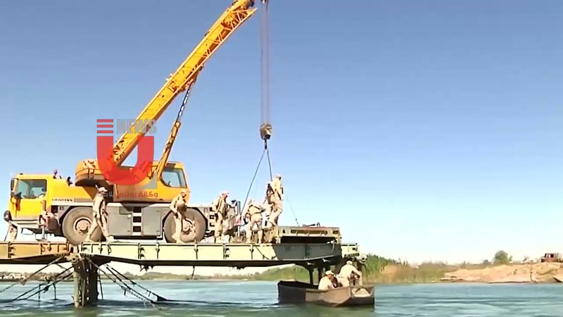 SYRIA: RUSSIAN SOLDIERS BUILD A NEW BRIDGE ACROSS THE EUPHRATES IN DEIR AL-ZOUR