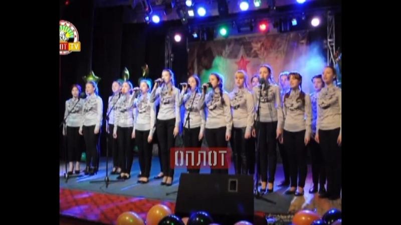 В Макеевке прошел фестиваль патриотической песни «Фронтовики, наденьте ордена!», где выступил комсомольчанин Р. Дядиченко