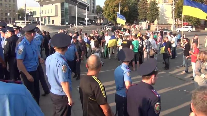 Харьков 14 сентября 2014 Возле памятнику Ленину нападают на женщин антимайдана