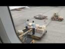 Ханойская разгрузка самолёта. Сразу вспомнилась почта России.