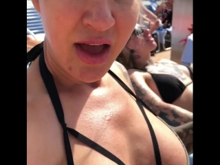 Ryan Conner и ее шикарная фигура на пляже не порно секси сиськи попка