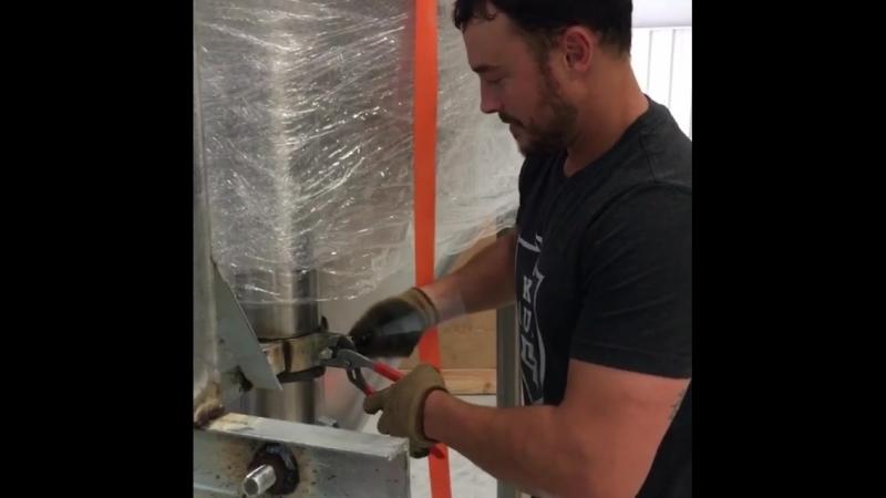 Джино работает на пивоварне Семейный бизнес (из Инстаграма Дэннил)