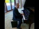 Путин играет рэпчик