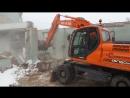 Снос и демонтаж одноэтажного здания. Экскаватор Doosan DX160.