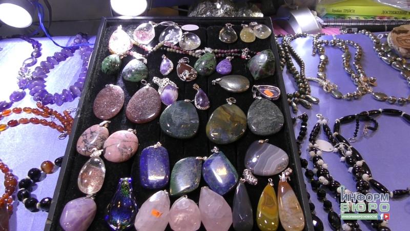 Новими фарбами заграли камені у галереї Бузок