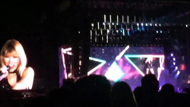 Taylor Swift - Shake It Off (Live at Formula 1, Austin 2016)