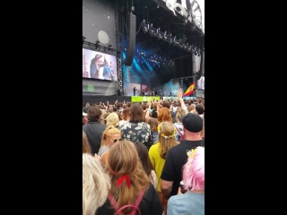 Florence dancing to the maccabees (glastonbury festival | 27.06.2015)