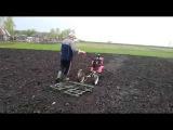Весеннее боронование пашни мотоблоком КАДВИ - Spring harrowing arable land with a motor-block KADVI