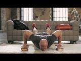 Упражнения для грудных мышц  глубокие отжимания.Домашние тренировки с Денисом Семенихиным