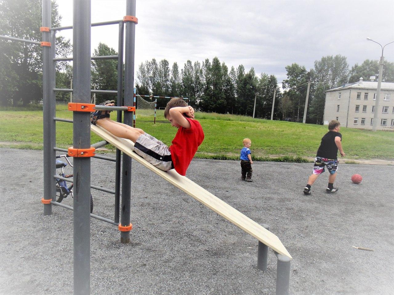 спорт снаряды дети лето новодвинск отжимания упражнения на пресс