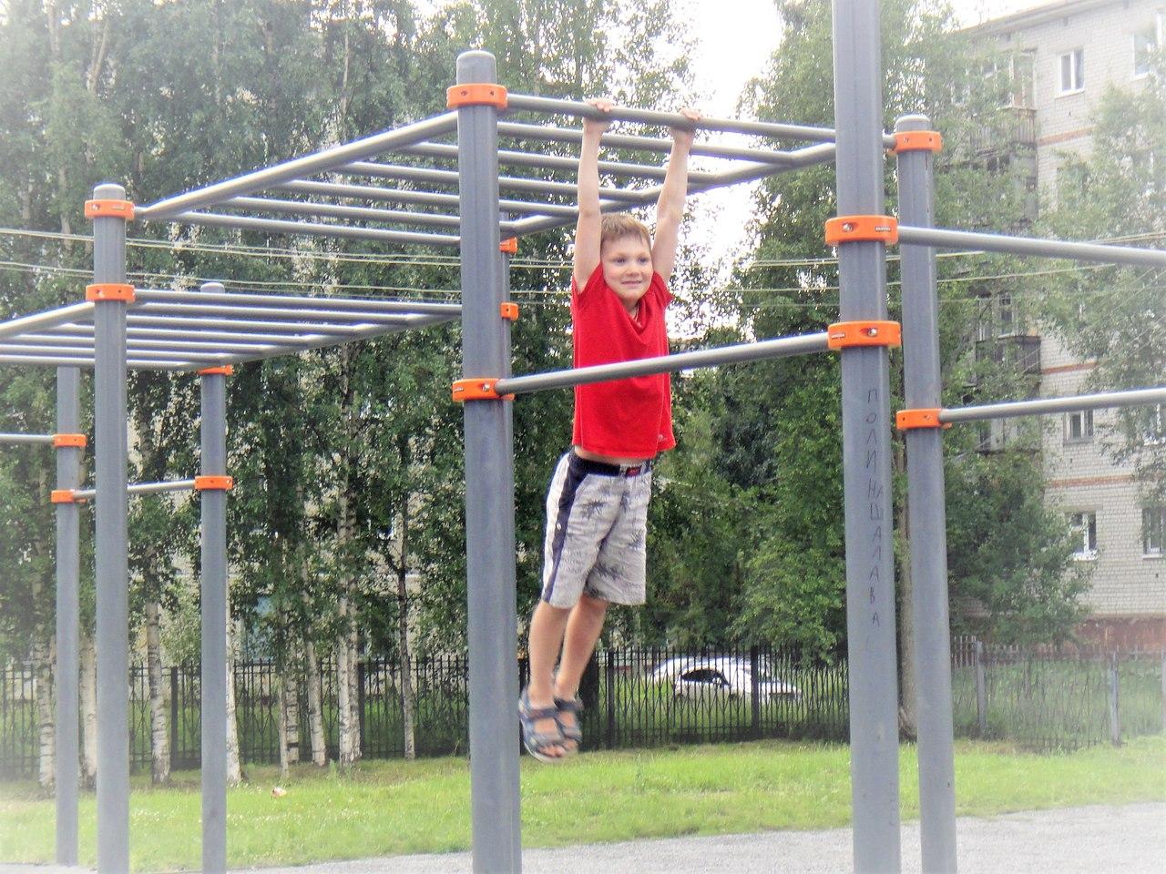 спорт снаряды дети лето новодвинск подтягивания