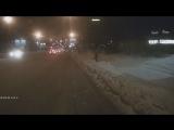 Неадекват разбил стекло троллейбусу на Кирова